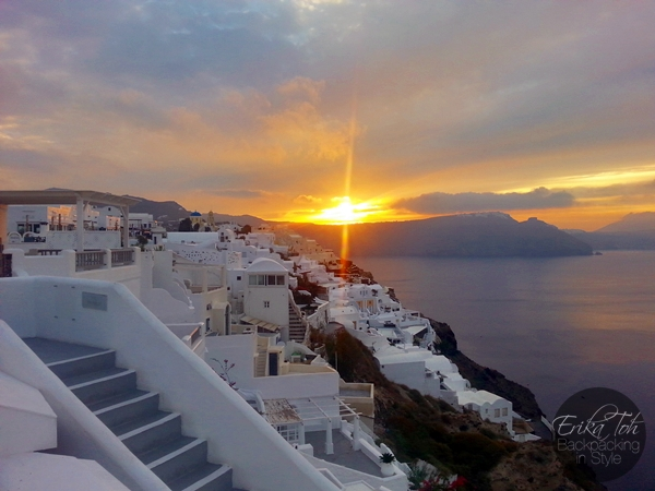 ErikaToh-Backpacking-In-Style-Beautiful-Sunrise-In-Oia-Santorini-2