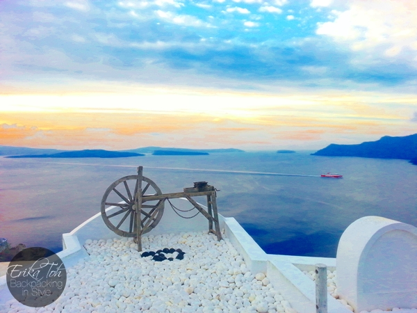 ErikaToh-Backpacking-In-Style-Beautiful-Sunrise-In-Oia-Santorini-4