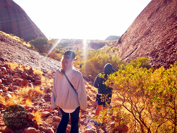 ErikaToh-Backpacking-In-Style-Kata-Tjuta-Karingana-Lookout-Valley-of-the-Winds-Walk-4