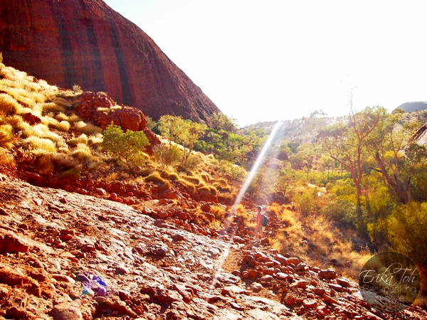 ErikaToh-Backpacking-In-Style-Kata-Tjuta-Karingana-Lookout-Valley-of-the-Winds-Walk-5