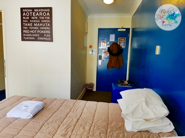 erikaevatohtravels-nomads-auckland-backpackers-king-room-with-ensuite-4