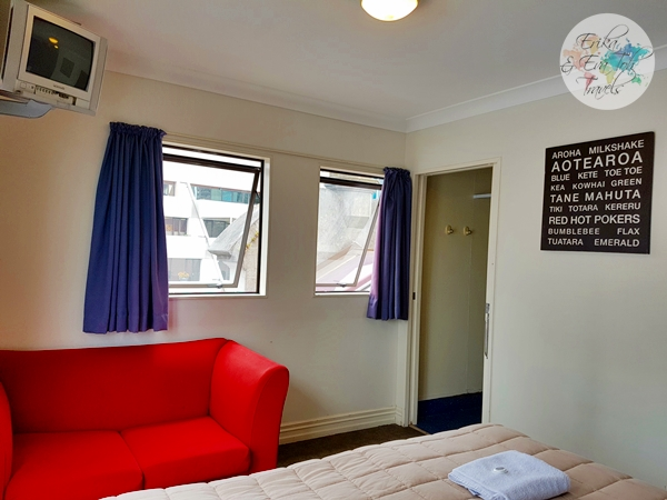 erikaevatohtravels-nomads-auckland-backpackers-king-room-with-ensuite-5